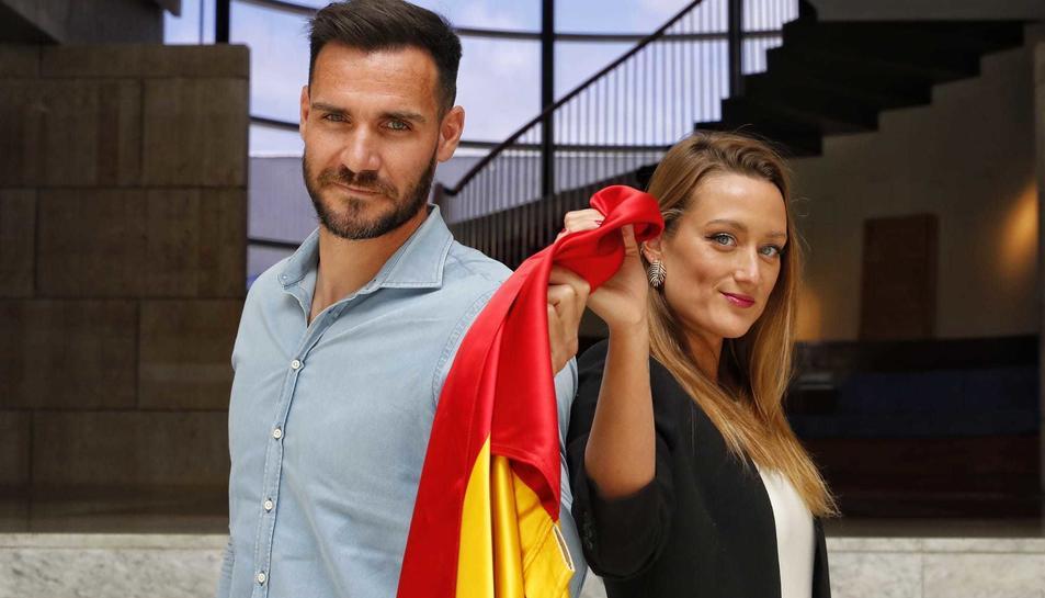 Els dos bandereres espanyols de la cerimònia inaugural dels Jocs Olímpics de Tòquio.