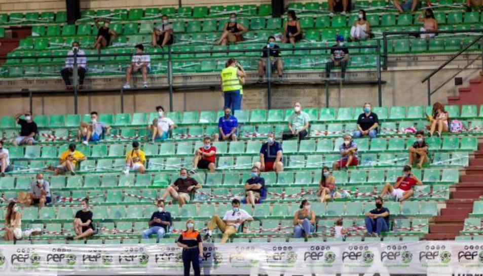 Públic durant un partit de futbol.
