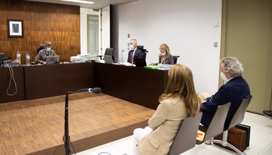 Falcones i la seva dona, acusats, durant la primera jornada del judici.