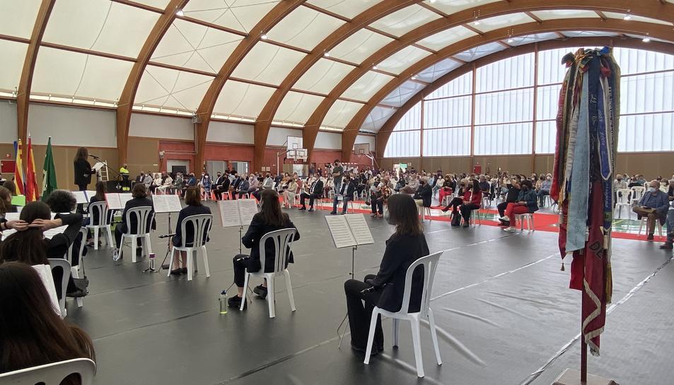 Música per celebrar la inauguració de la nova sala polivalent als Pallaresos.