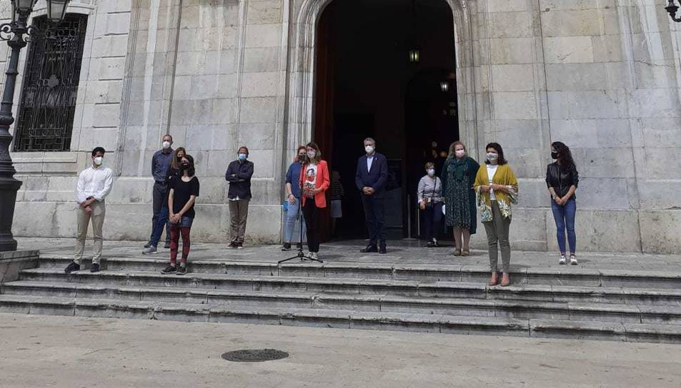 Davant l'Ajuntament de Tarragona s'ha llegit un manifest.