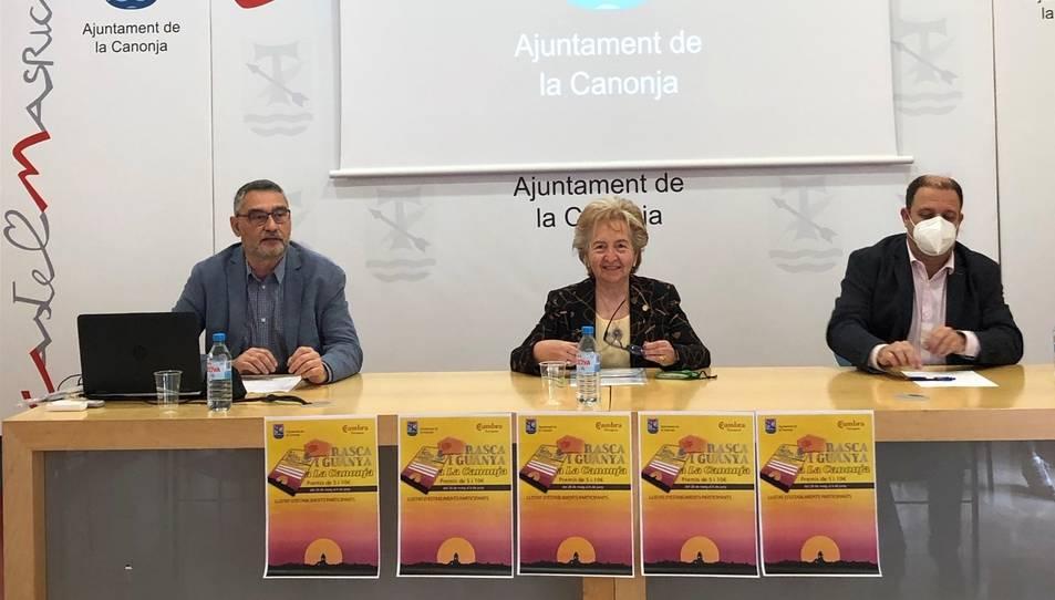 D'esquerra a dreta, Salvador Ferré, primer tinent d'alcalde de la Canonja; Laura Roigé, presidenta de la Cambra i Jordi Cáceres, director de Projectes i Competitivitat de la Cambra.