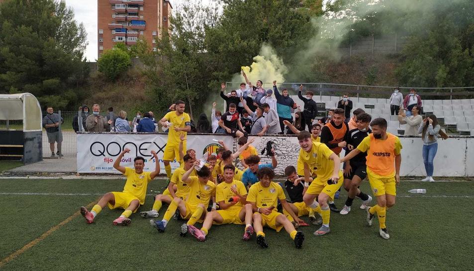 El juvenil A del CD La Floresta celebra una permanència que, si acaben sancionant a l'Espanyol, no es produirà.