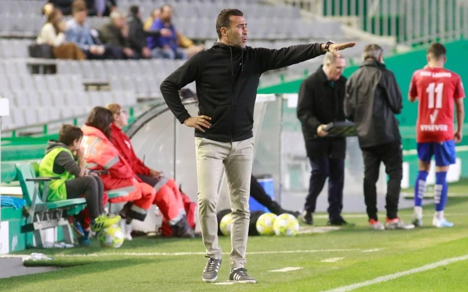 Raúl Agné, durant la seva etapa a Còrdova, en l'última aventura que va tenir com a entrenador.