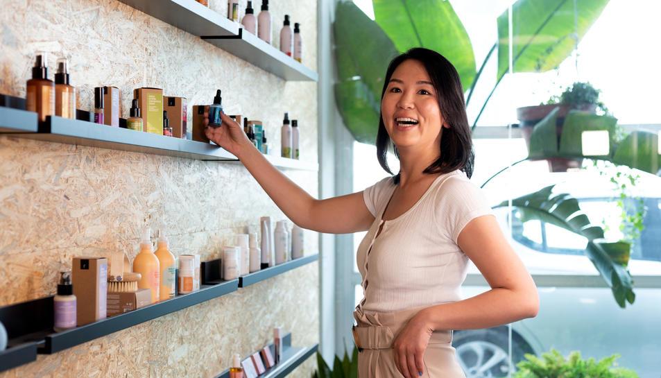 Pla mitjà de Xi Cao, International Growth Manager de Freshly Cosmetics.