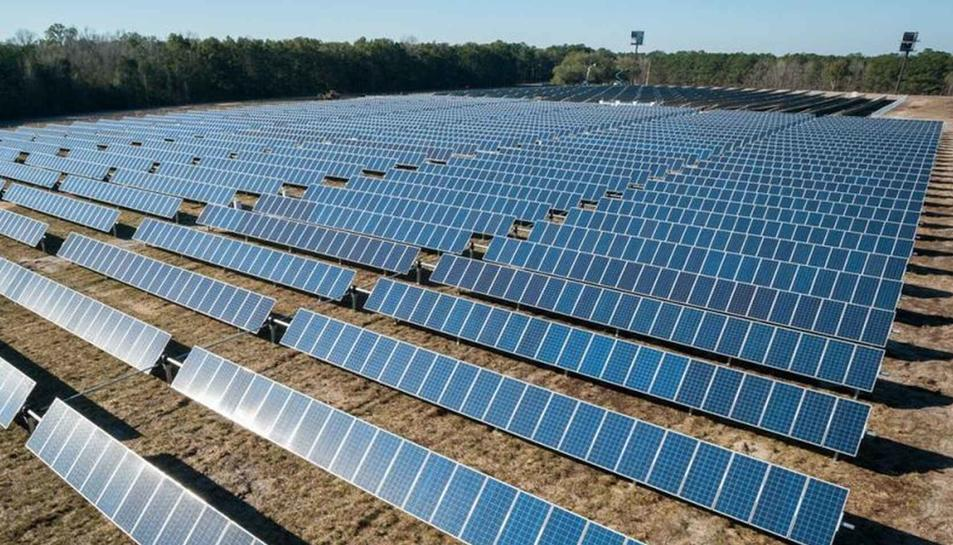 Imatge d'arxiu d'una planta fotovoltaica com la proposada a Falset.