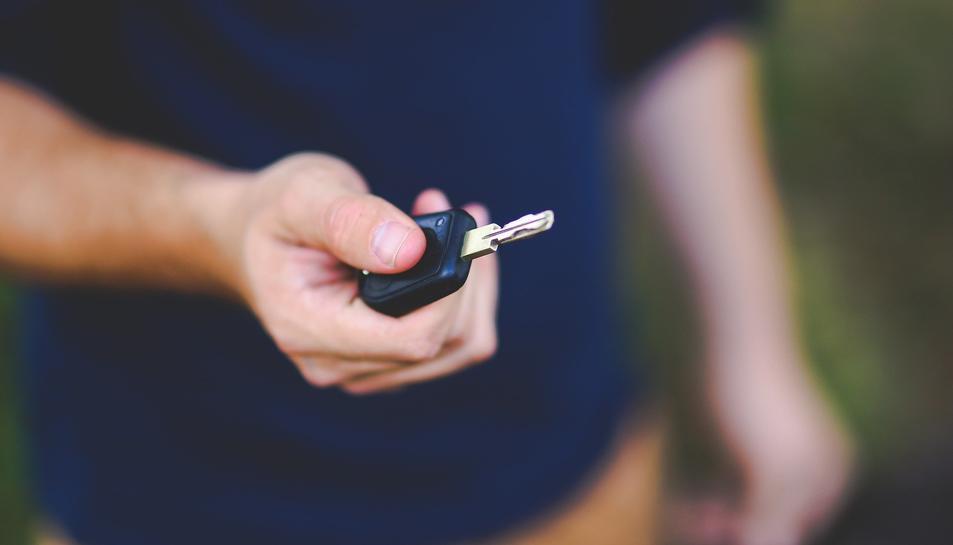 El jove demanava per provar el vehicle i se l'enduïa per després canviar-li les matrícules.