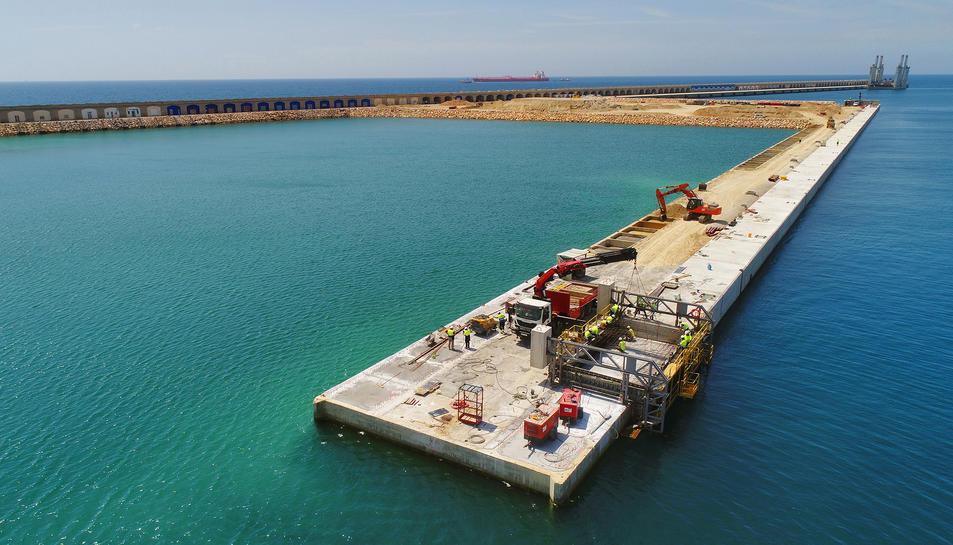 Imatge de les obres del moll de Balears.