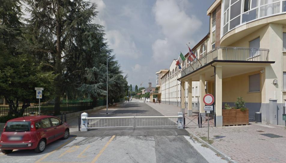 Imatge de l'exterior de l'institut Riberi de Caraglio.