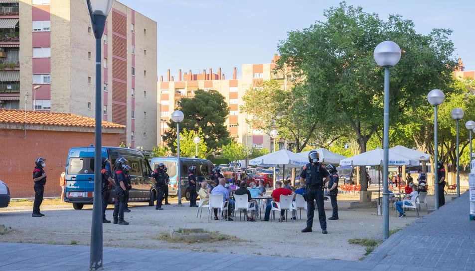 Imatge del dispositiu policial desplegat a Campclar.