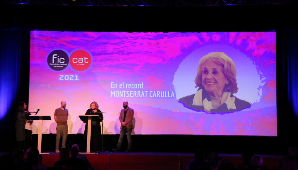 Pla general de l'actriu Mercè Arànega durant l'homenatge a Montserrat Carulla en l'acte inaugural del FIC-CAT.
