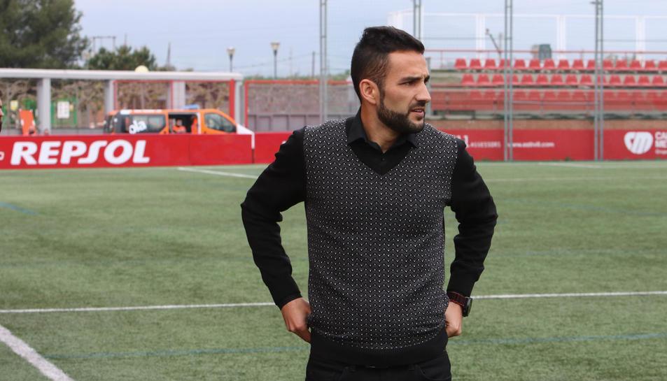 Dani Vidal, a la banqueta de l'Estadi Municipal de la Pobla de Mafumet, durant un partit d'aquesta passada temporada.