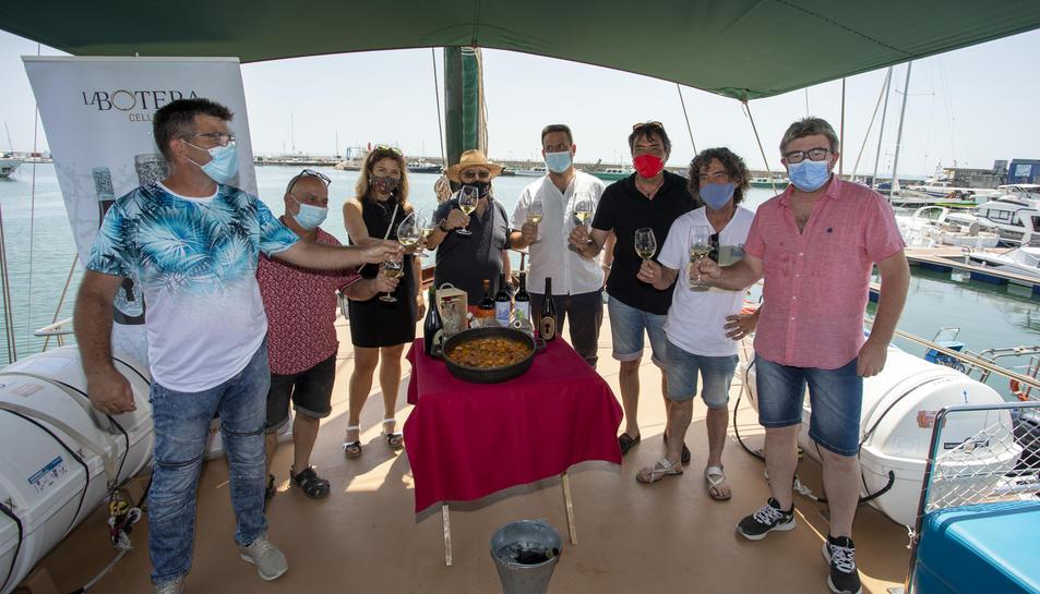 Impulsors i participants del projecte 'Wines & Sea'  aquest dimarts a bord del Karya.