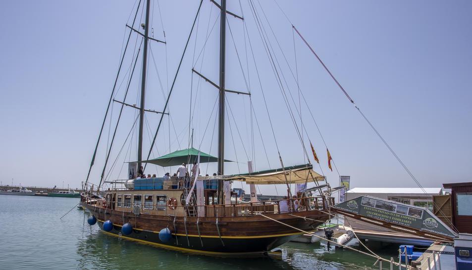 La goleta Karya amarrada al port de Cambrils.
