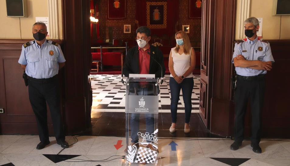 Pla sencer del portaveu de Tarragona, Manel Castaño, de la consellera de Seguretat Ciutadana, Cristina Guzmán, i dels caps de la Guàrdia Urbana de Tarragona i de l'ABP dels Mossos d'Esquadra al Tarragonès.