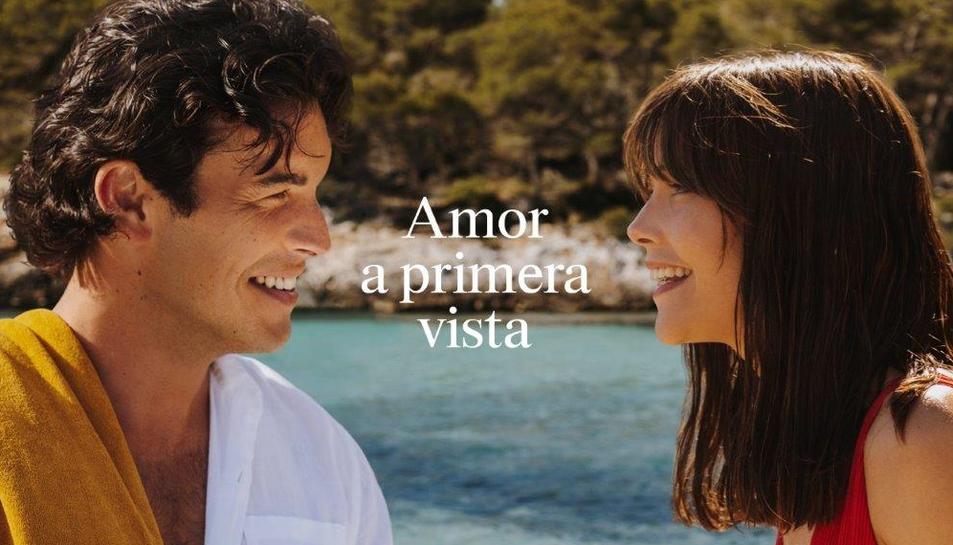 Els dos protagonistes de la campanya, Mario Casas i Mireia Oriol.