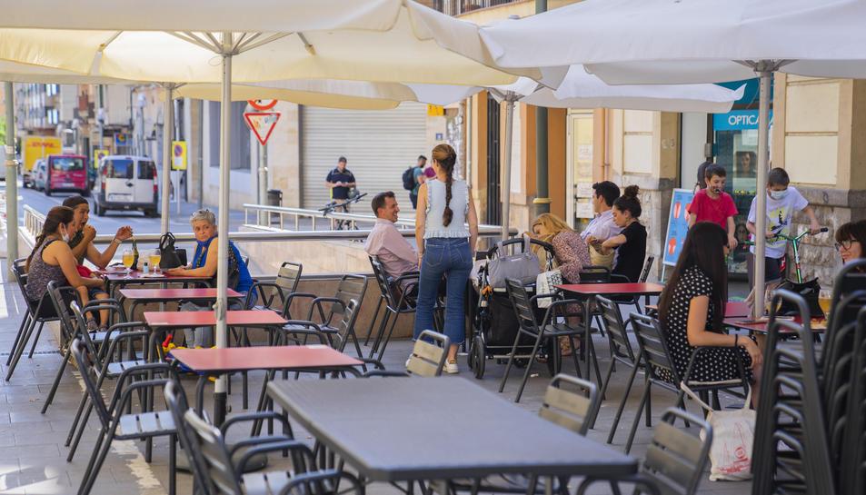 Imatge de la terrassa d'un establiment del carrer Lleida de Tarragona.