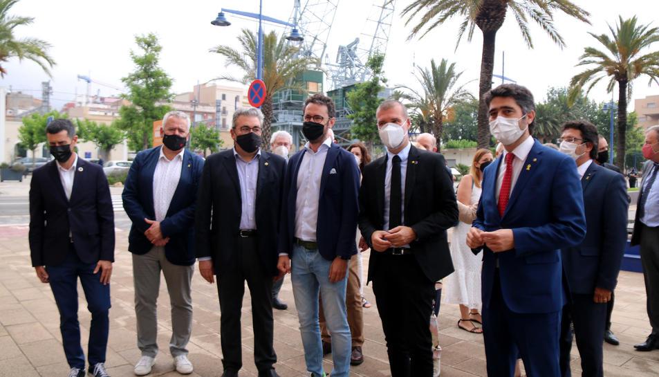 El vicepresident del Govern, Jordi Puigneró; del president del Port de Tarragona, Josep Maria Cruset, i d'altres autoritats en la reunió amb empresaris de Tarragona.