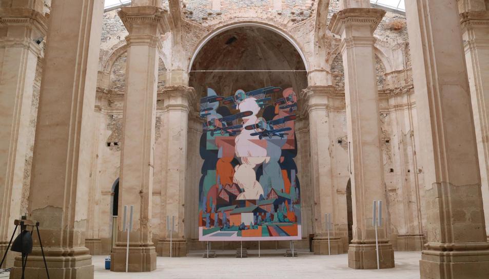 Pla general del mural d'Aryz del bombardeig de Corbera d'Ebre.