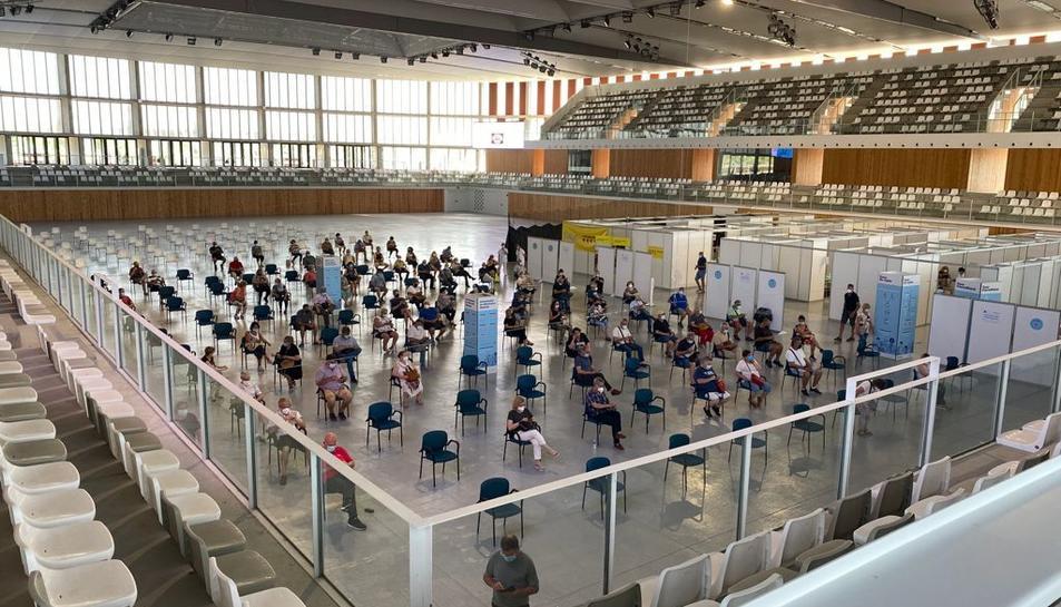 Imatge del centre de vacunació habilitat al pavelló Catalunya de l'Anella Mediterrània de Tarragona.
