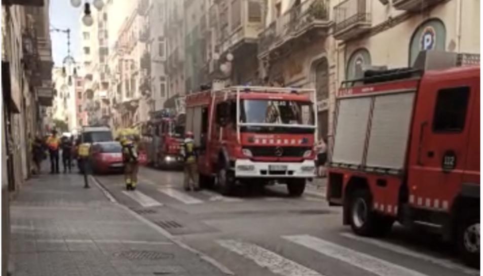 L'incendi ha mobilitzat diverses dotacions de Bombers.