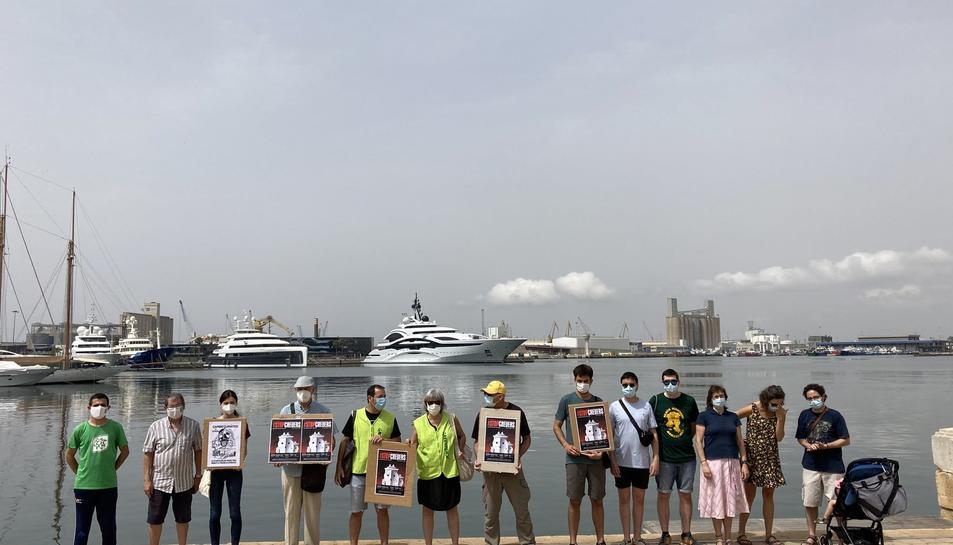 Es manifesten a Tarragona en contra de l'arribada de nous creuers