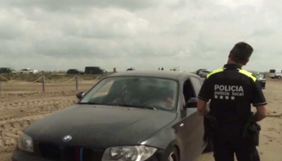 Els cossos policials fan controls informatius per conscienciar els visitants d'un bon ús del Delta de l'Ebre
