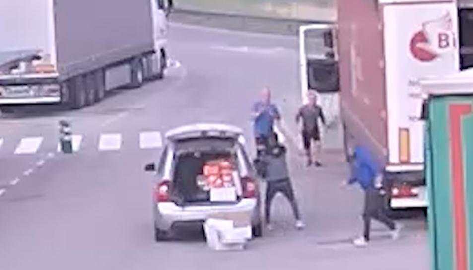 Una de les càmeres de seguretat on s'observa el moment del robatori.