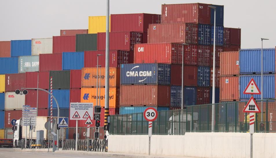 Imatge d'arxiu de contenidors del Port de Barcelona.