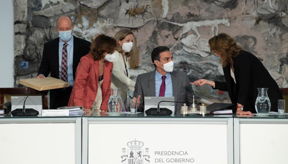 Sánchez, les vicepresidentes Calvo, Calviño i Ribera, i el ministre de Justícia, Juan Carlos Campo, al Consell de Ministres que ha aprovat els indults als presos independentistes.