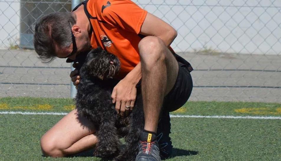 Gerard Barberà i el seu gos Neo.