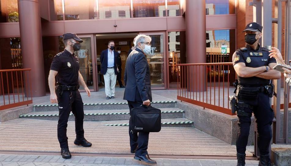 L'exconseller Francesc Homs en el moment d'accedir a l'edifci del Tribunal de Comptes.