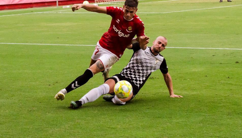 Bernat Guiu en un partit amistós al Nou Estadi contra l'Horta.