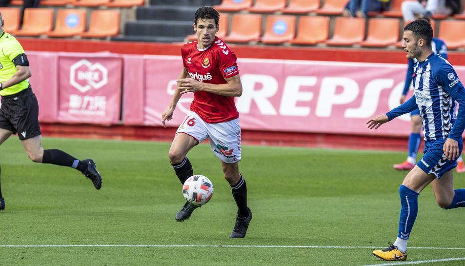 Fran Miranda en un partit aquesta temporada al Nou Estadi contra l'Alcoyano.