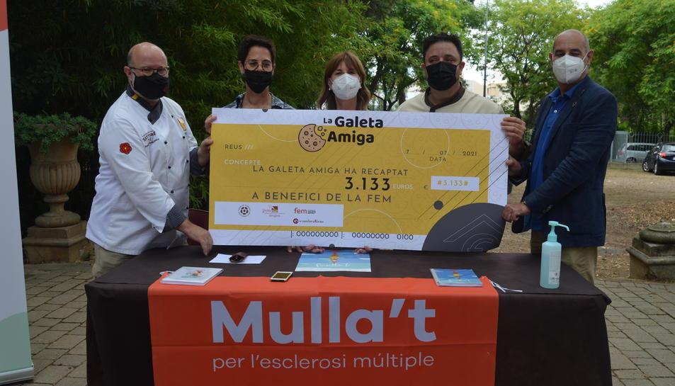 Entrega del xec de la campanya Galeta Amiga.