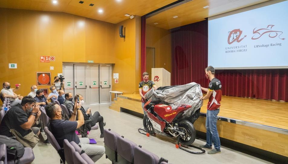 L'equip 'URVoltage Racing' de nou a la competició MotoStudent