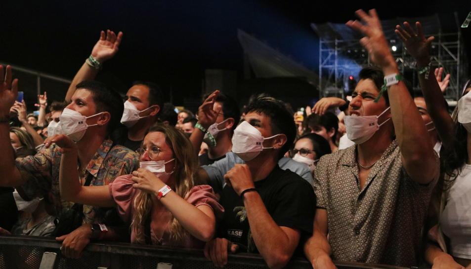 Públic amb mascareta a primera fila del concert de Kase.O al Festival Cruïlla.