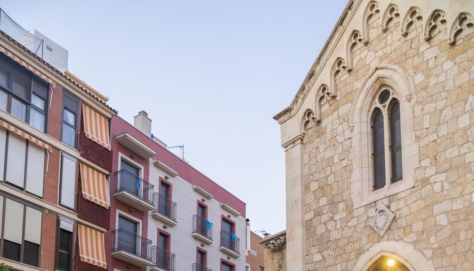 El rosario de antorchas en el Serrallo