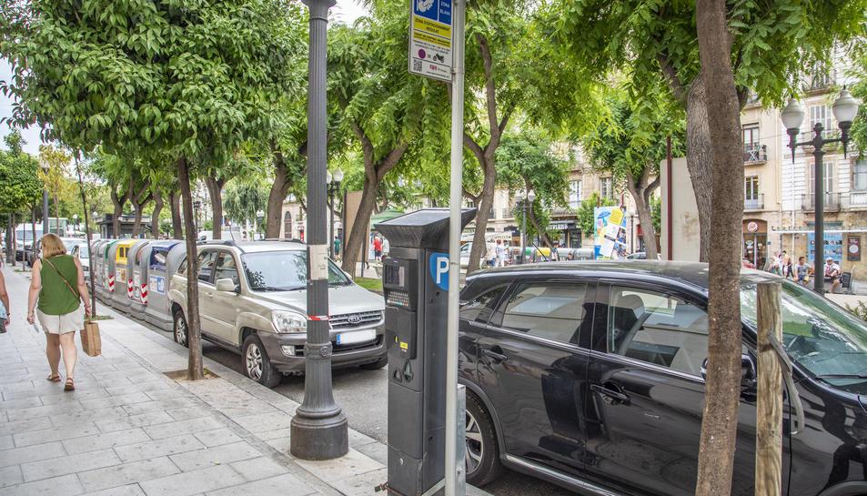 Si fins ara es pagaven tres euros per aparcar dues hores, la nova tarifa serà de quatre euros.