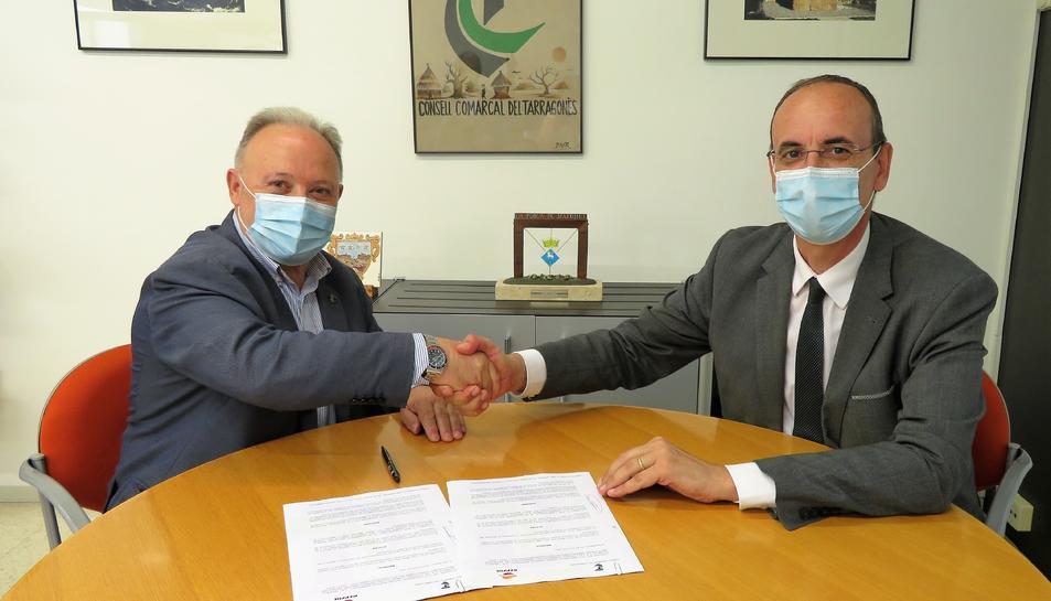 La signatura de l'acord suposa que l'empresa garanteix la continuïtat dels Premis durant tres anys més.