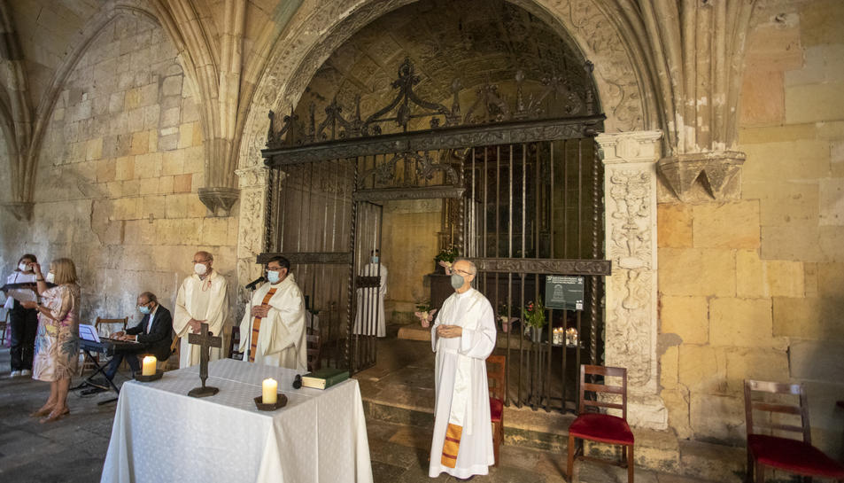 La reixa, que data del 1536, ha estat restaurada durant dos anys pe taller Mellado.