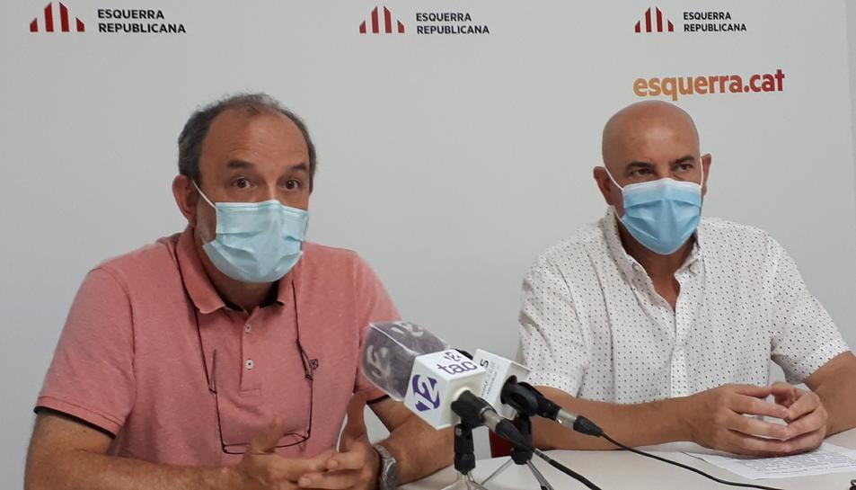 Jordi Cartanyà, a l'esquerra, amb el president local d'ERC a Valls, Andreu García.