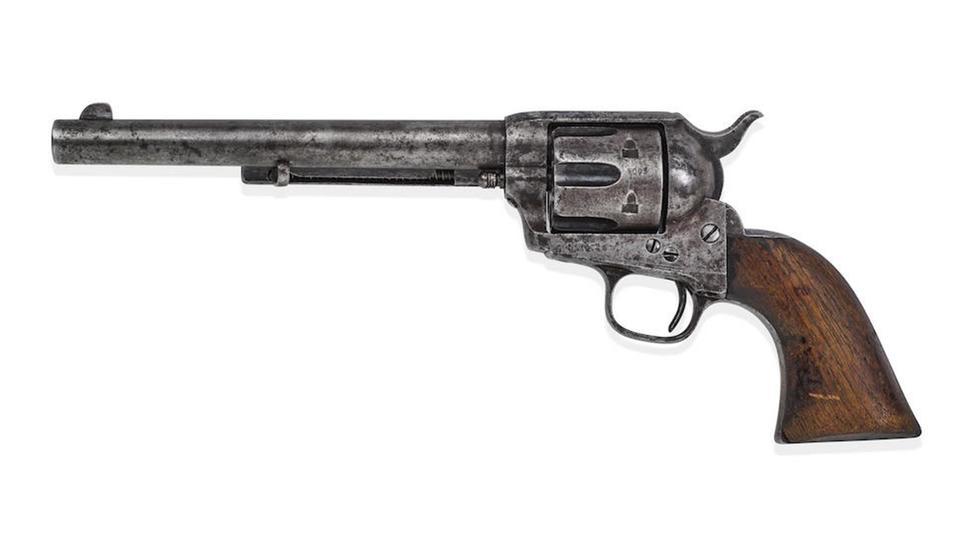 Fotografia cedida per la casa de subhastes Bonhams on es mostra la pistola utilitzada.