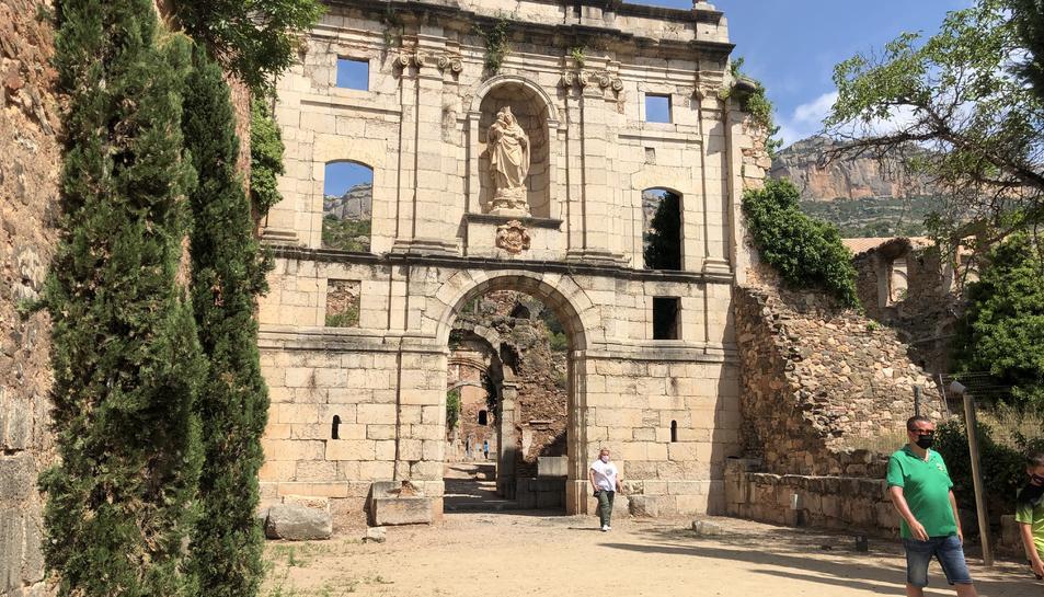 La façana de Santa Maria és un dels elements més significatius de la Cartoixa.