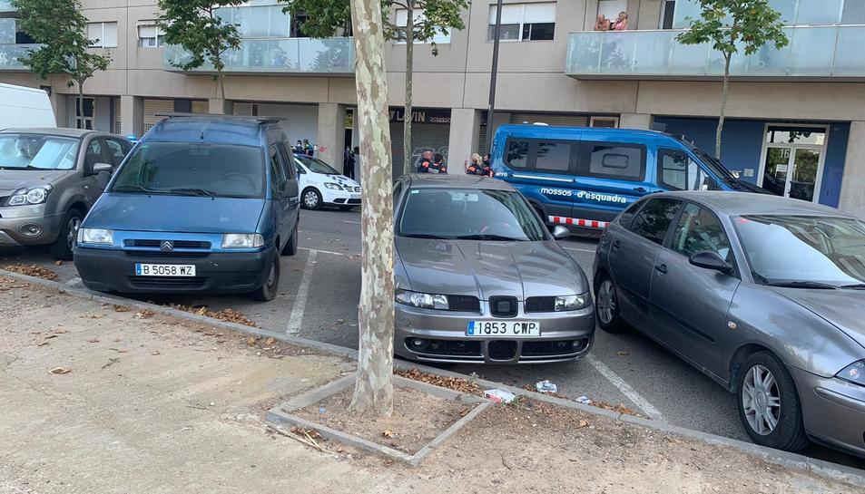 Els Mossos d'Esquadra han detingut a l'home que ha intentat entrara al pis.