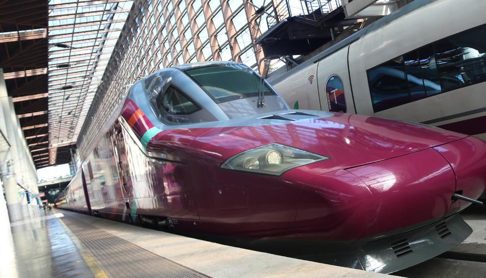 Part davantera d'un tren AVLO, l'AVE 'low cost' de Renfe. Imatge del 24 de març de 2021.
