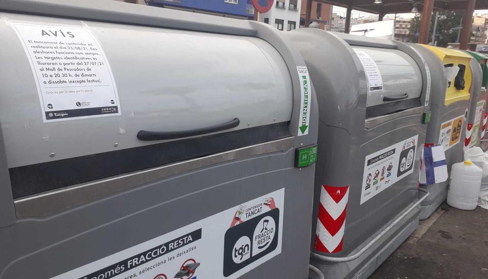 Imatge dels contenidors de la brossa del Serrallo que  serviran de prova pilot.