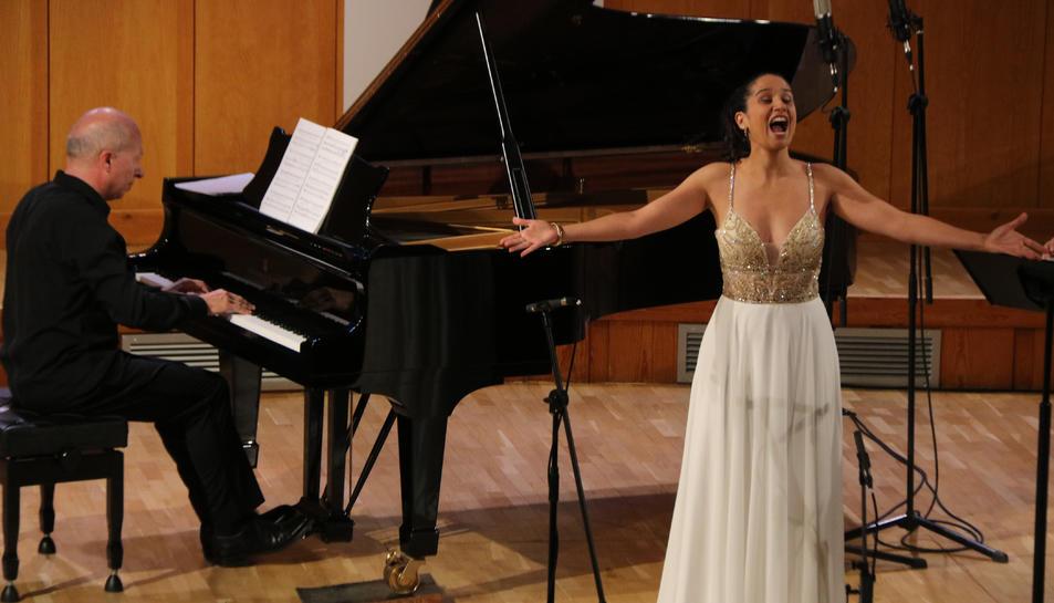 La soprano Sara Blanch i el pianista Marco Evangelisti en un moment del concert al Festival Internacional de Música Pau Casals.