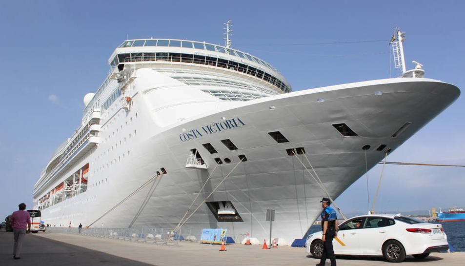 Imatge del creuer Costa Victoria, quan va estar operant de forma regular a Tarragona l'any 2018.