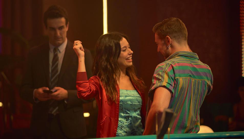 Anna Castillo, Carlos Cuevas i Miki Esparbé a 'Donde caben dos'.